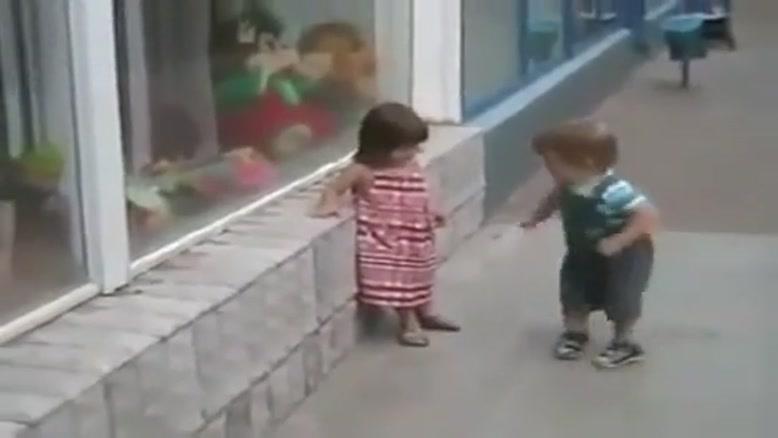 کلیپ خیلی جالب از یک طفل خوردسال