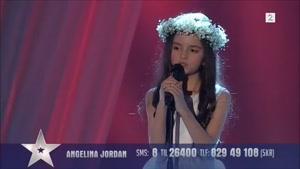 آواز خواندن دختر کوچلو در مسابقه ی استعداد یابی