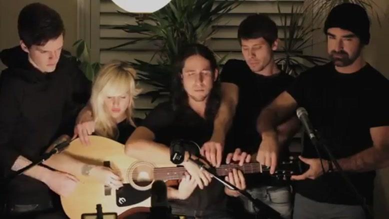 پنج نفر با یک گیتار
