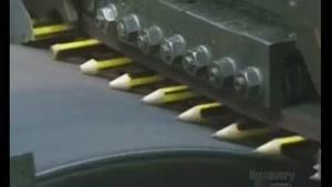 تراشیدن مداد ها در کارخانه