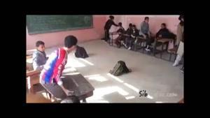 حرکت نمایشی با نیمکت مدرسه