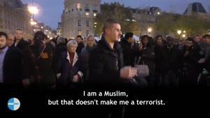 فیلم/اقدام تحسین برانگیز یک مسلمان در واکنش به حملات پاریس