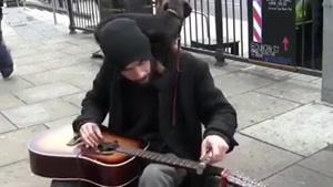 گیتار زدن برعکس و بامزه