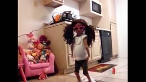 این بچه اس یا عروسکه ؟