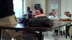 شوخی معلم با دانش آموز خواب آلو