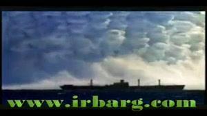 کشتی گرفتار در طوفان