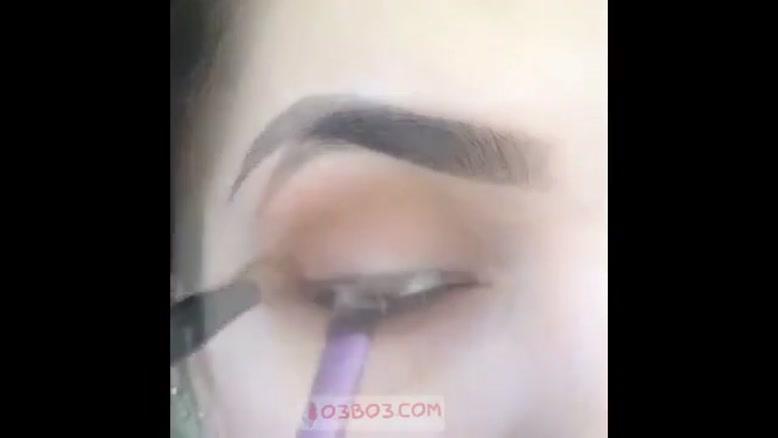 یک آرایش چشم شیک و سبک برای خانم های زیبا