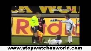تک تیر اندازی در وسط مسابقه فوتبال