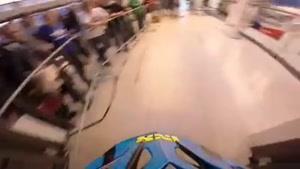دوچرخه سواری روی پله برقی