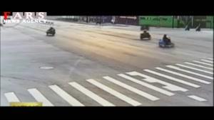 تصادف موتور با ۳ سرنشین
