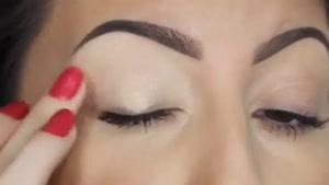 آموزش آرایش چشم ها با سایه ی تیره