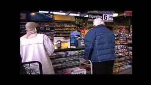 دوربین مخفی پیرمرد بیمار و دزدی از فروشگاه