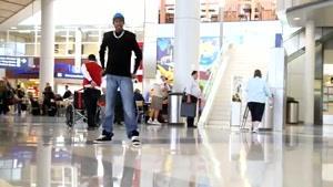 برک دنس در فرودگاه