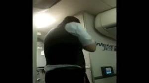 خدمتکار هواپیما بسیار جالب