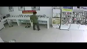 سوتی دزد در مغازه