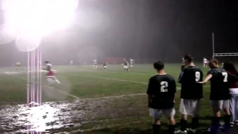 فوتبال در باران شدید