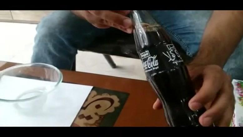 کپک داخل نوشابه کوکاکولا