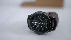 دو نسخه از ساعت هوشمند سامسونگ