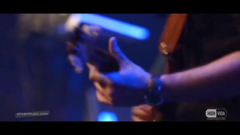 ویدیو کلیپ سیروان خسروی بنام دوست دارم زندگی رو(زنده)