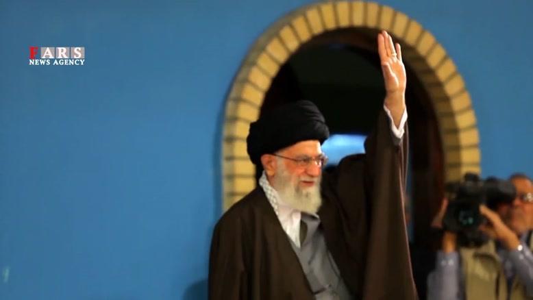 واکنش رهبر انقلاب نسبت به عبارت مبالغهآمیز مردم قم/ خطابتان فقط به ولیعصر (عج) باشد