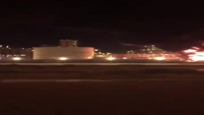 فیلم/ادامه آتش سوزی در شهرک صنعتی در شرق عربستان
