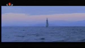 فیلم/ موفقیت کره شمالی در پرتاب موشک بالستیک از زیردریایی