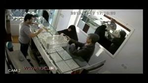 دزدی سینی جواهرات طلافروشی مقابل دوربین مداربسته