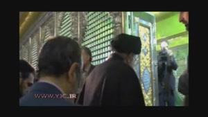 اقامه نماز حضرت آیتالله خامنهای در کنار ضریح حضرت امام خمینی (رحمهالله)