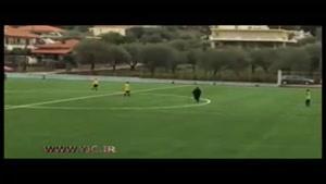 اقدام جالب یک پیرزن حین مسابقه فوتبال