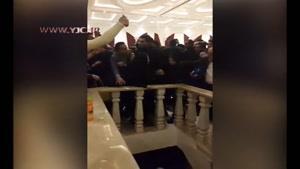 فرار علی کریمی و جمعی از بازیگران از ازدحام جمعیت هواداران در مشهد
