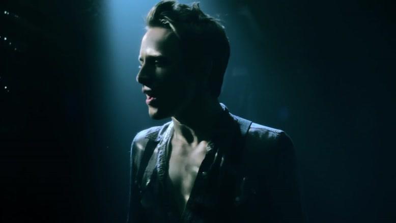 موزیک ویدیوی Rise Above ۱ از Reeve Carney و Bono