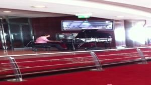 پیانو در رستوران گردان برج میلاد