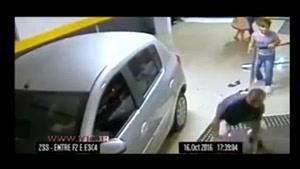 تصادف مرگبار خودرو با جمعیت حاضر در پارکینگ با دو کشته