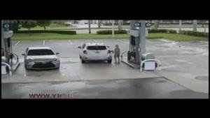 سرقت حرفهای از یک خودرو در پمپ بنزین