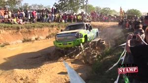 مانور و مسابقه بین کامیون های غول پیکر