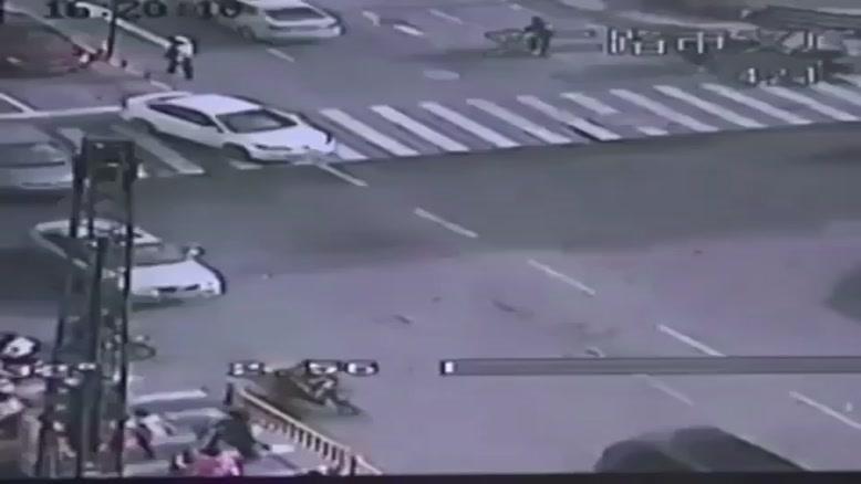نشست زمین و اقدام پلیس باهوش چینی