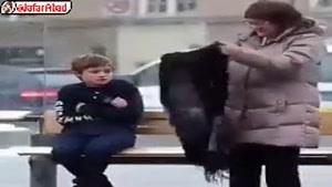 واکنش مردم به کودکی که از سرما میلرزه....