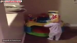 بچه باید تا این حد خنگ باشه تا بشه خوردش 😍😂