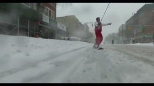 اسکی بازی در شهر نیویورک در پی برف و کولاک