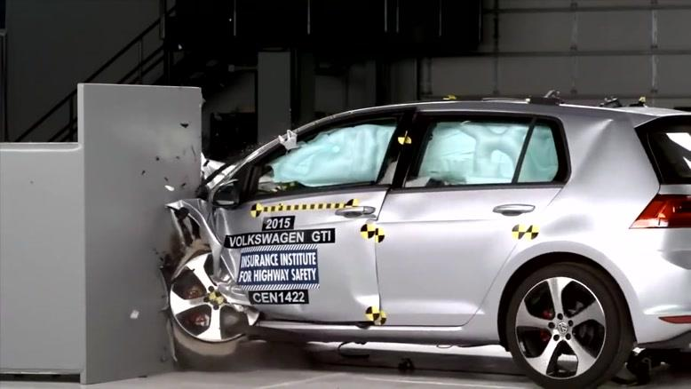 تست تصادف گلف GTI ۲۰۱۵