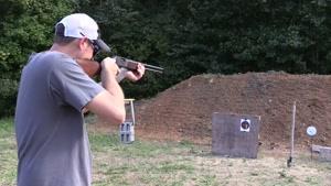 رقابت در زدن هدف با اسلحه های مختلف
