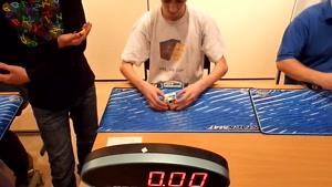 حل مکعب روبیک در ۱۴.۹۴ ثانیه