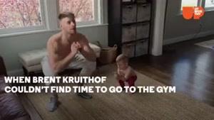 ورزش کردن نینی با مامان و بابا