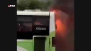 آتش گرفتن اتوبوس بهدلیل اتصال برق
