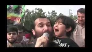گریهی سوزناک فرزند شهید مدافع حرم در تشییع پیکر پدر