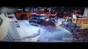 لحظه کشتن یک پلیس در فروشگاه