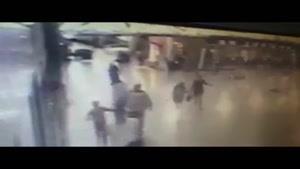 فیلم/ لحظه منفجر شدن عامل انتحاری در فرودگاه آتاتورک