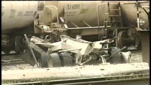 تصادف تریلی با قطار
