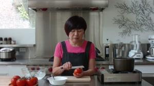 نحوه پوست کندن گوجه فرنگی