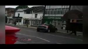 لحظهی به آتش کشیدن خودرو توسط مردان نقابدار